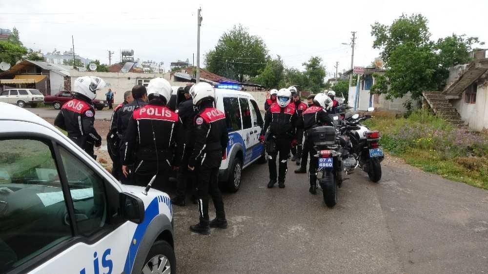 Antalya'da sokak kısıtlamasını ihlal eden 4 kişiye ceza