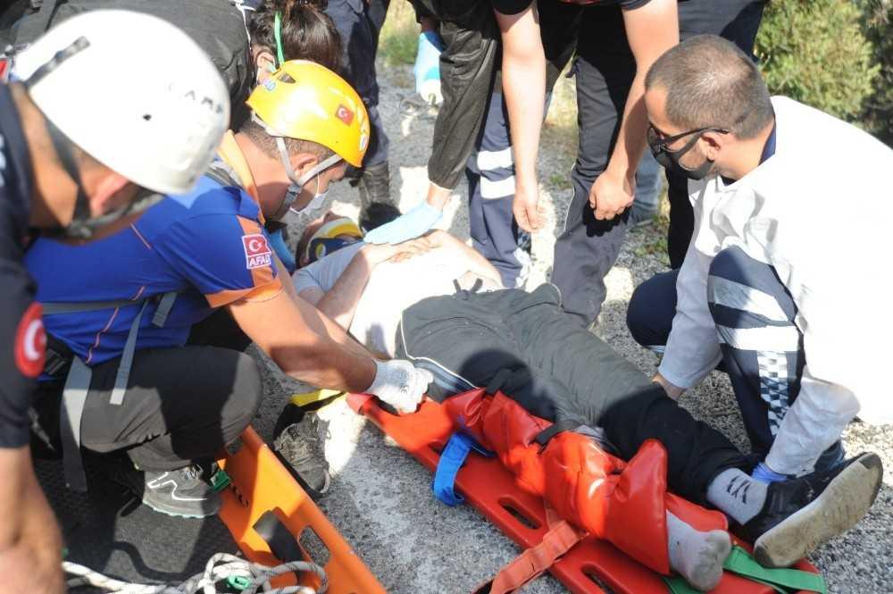 Ayağı kırılıp dağlık alanda mahsur kalan kişi kurtarıldı