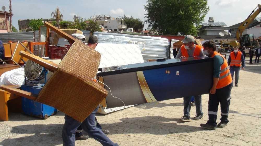 Otel sahibi boşaltmayınca eşyaları belediye çalışanları boşalttı