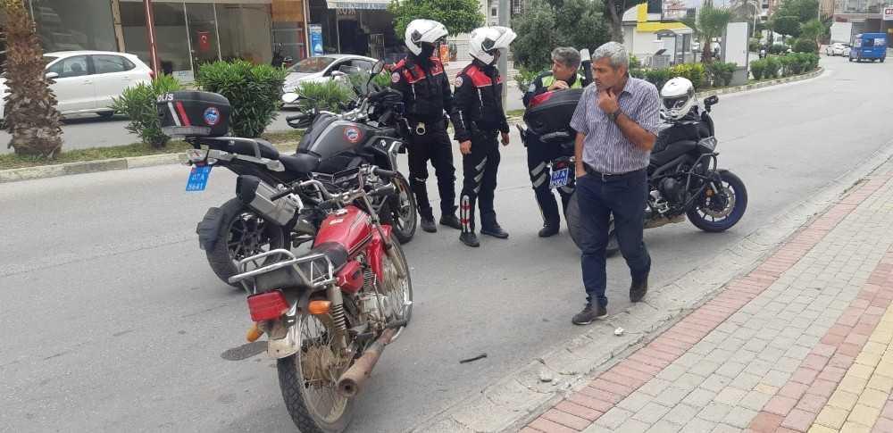 Alanya'da 2 şüphelinin bırakıp kaçtığı motosiklet çalıntı çıktı