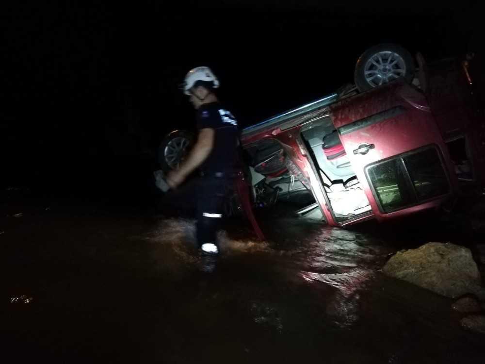 Alanya'da kamyonet köprüden çaya uçtu: 1 ölü
