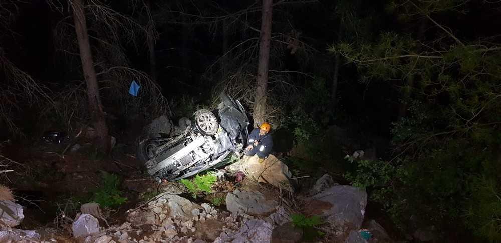 Alanya'da otomobil uçuruma yuvarlandı: 1 ölü, 1 yaralı