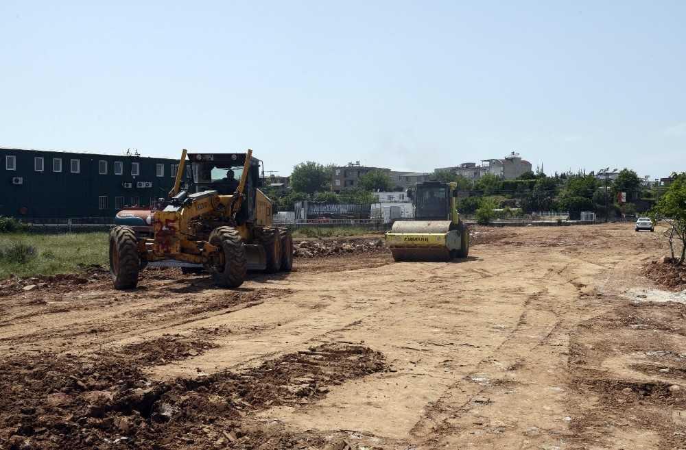 Altınova'da yollar açılıyor