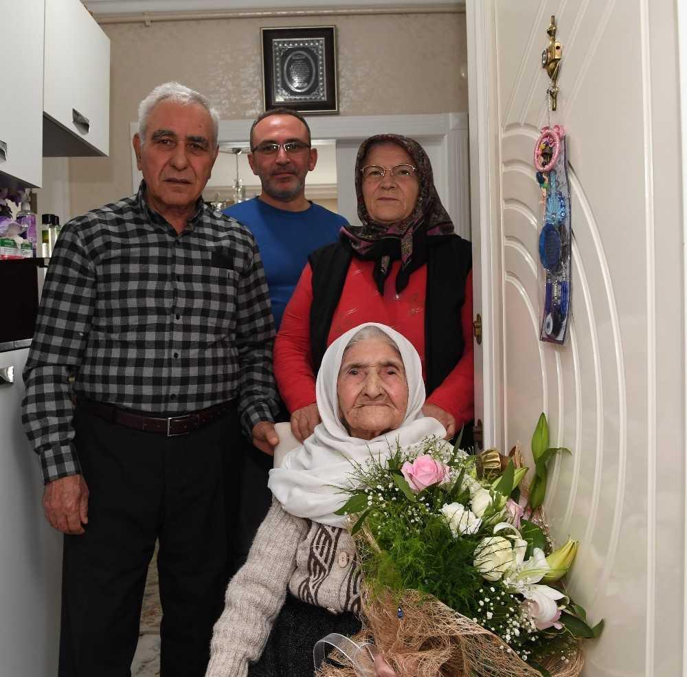 Antalya'da 104 yaşındaki Mavize anneye Anneler Günü sürprizi