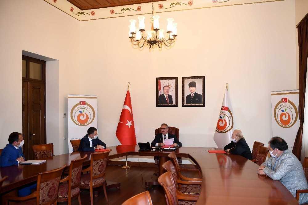 Antalya'da eğitime hayırsever katısı devam ediyor
