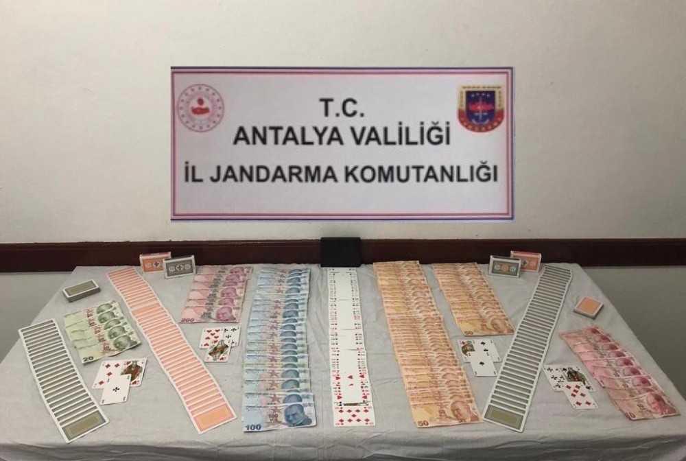 Antalya'da kumar oynayan 7 şahsa 33 bin lira ceza