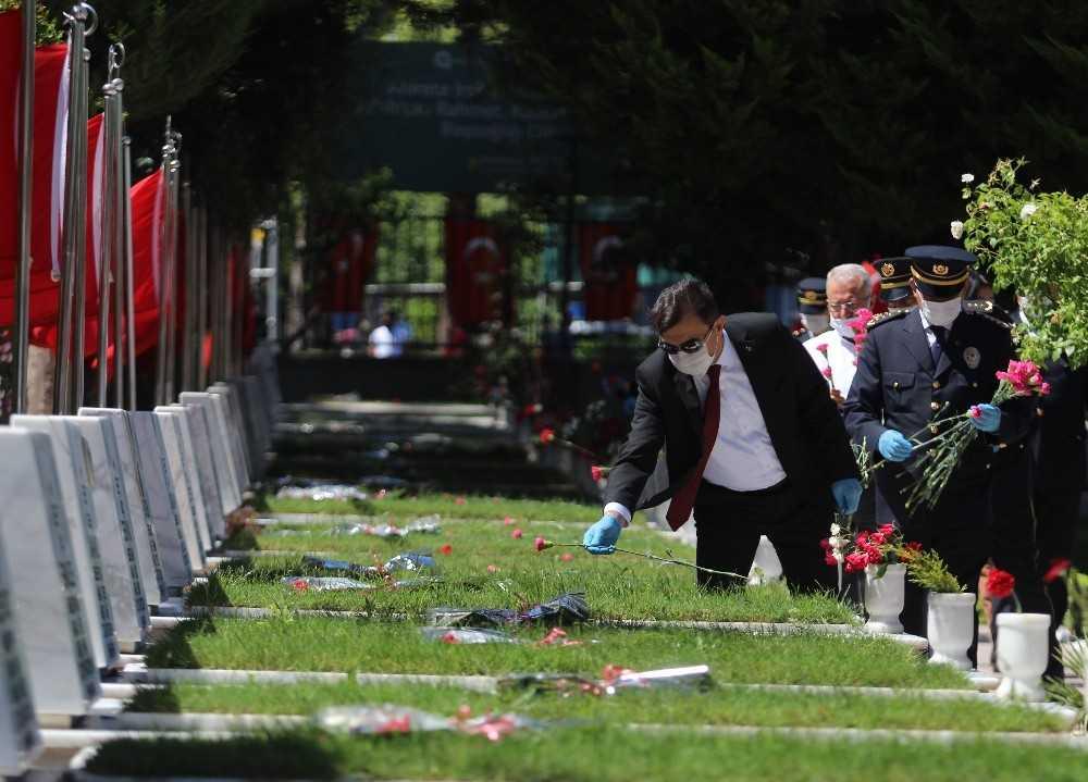 Antalya'da polis aileleri şehitliği ziyaret etti