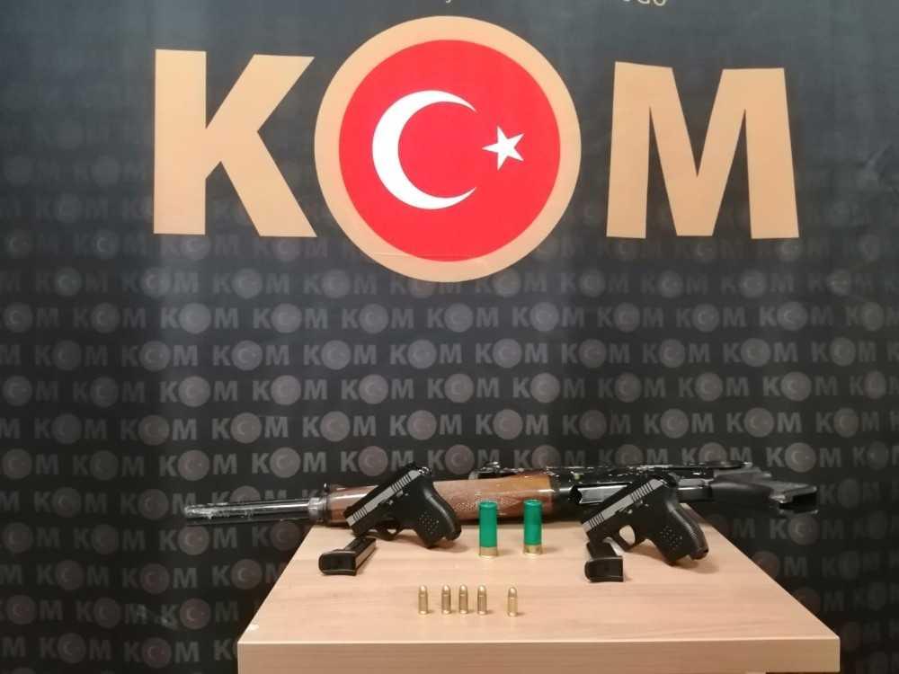 Antalya'da ruhsatsız silah ticareti operasyonu