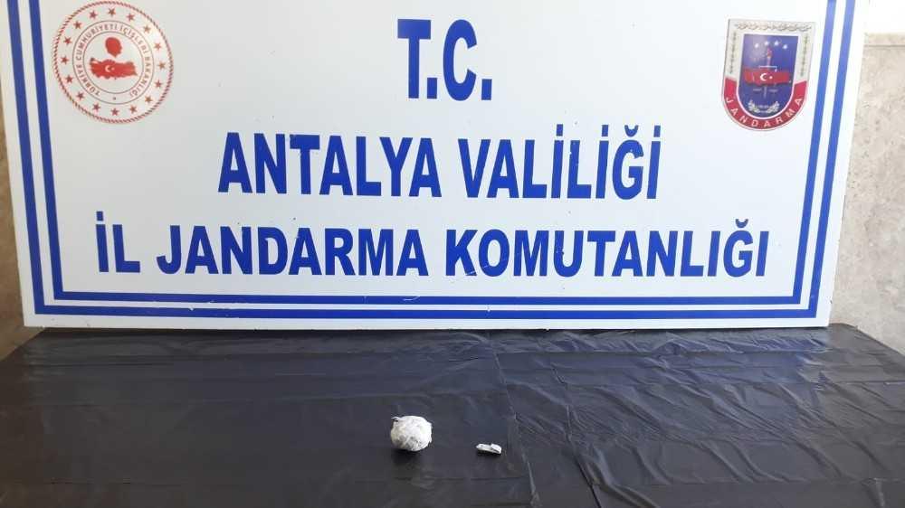 Antalya'da şüpheli araçtan uyuşturucu çıktı