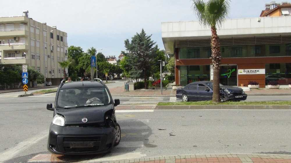 Antalya'da trafik kazası: 1 yaralı