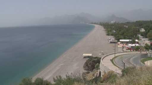 Antalya'da yaşlı vatandaşlar 41 derece sıcaklığı dinlemedi