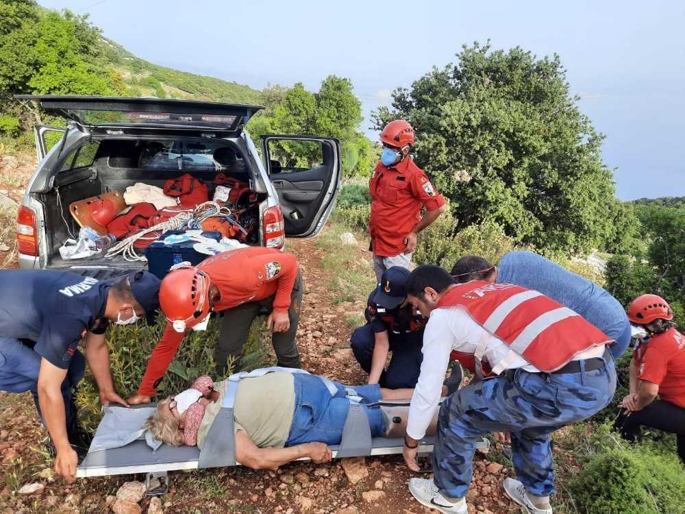 Dağlık alanda kadın ve oğluna jandarma ve AKUT'tan kurtarma operasyonu