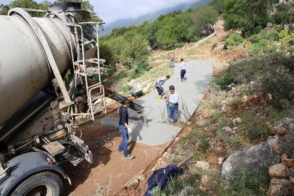 Engelli vatandaş için 150 metre beton yol yapıldı