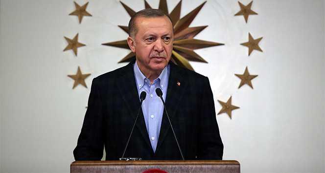 """Cumhurbaşkanı Recep Tayyip Erdoğan, """"Saat 19.19'da ülkemizde bütün stadyumlar ışıklandırılarak istiklal marşı okunacaktır. Bütün fertlerimizi evlerinden İstiklal Marşı okumaya davet ediyoruz"""" dedi."""
