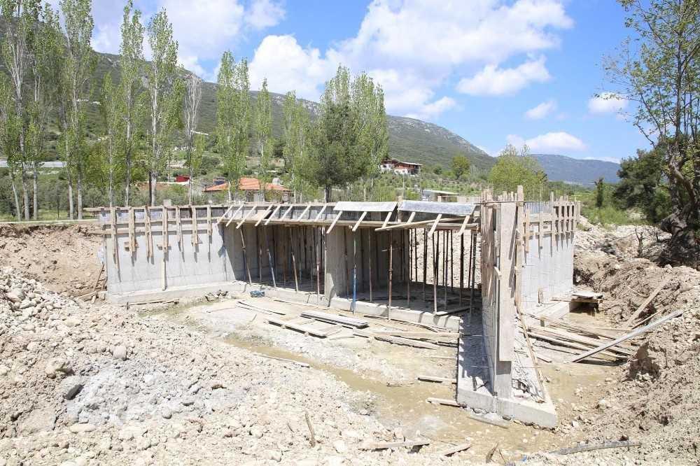 Kaş Belediyesi yeni köprü yapıyor