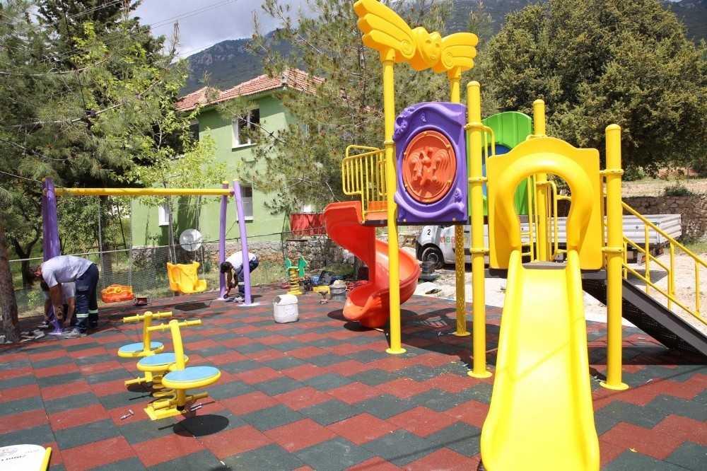 Kaş Belediyesinden çocuklara oyun parkı
