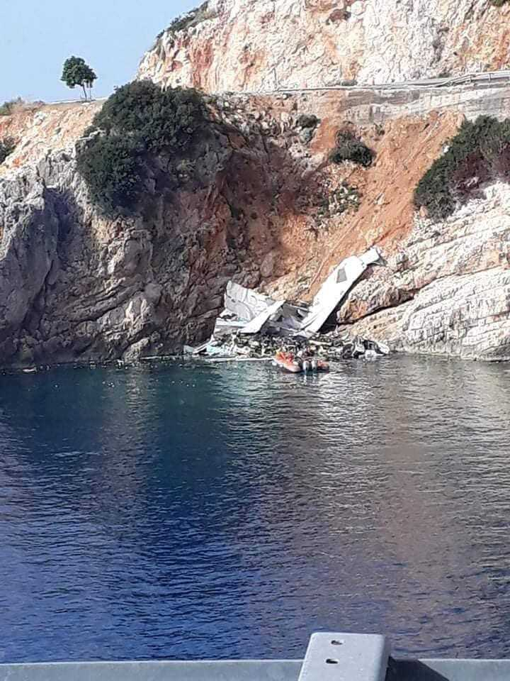 Kontrolden çıkan tır denize uçtu, sürücü hafif yaralandı