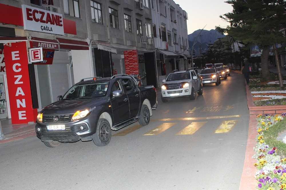 Turizm merkezi Kemer'de sivrisinekle mücadele ordusu