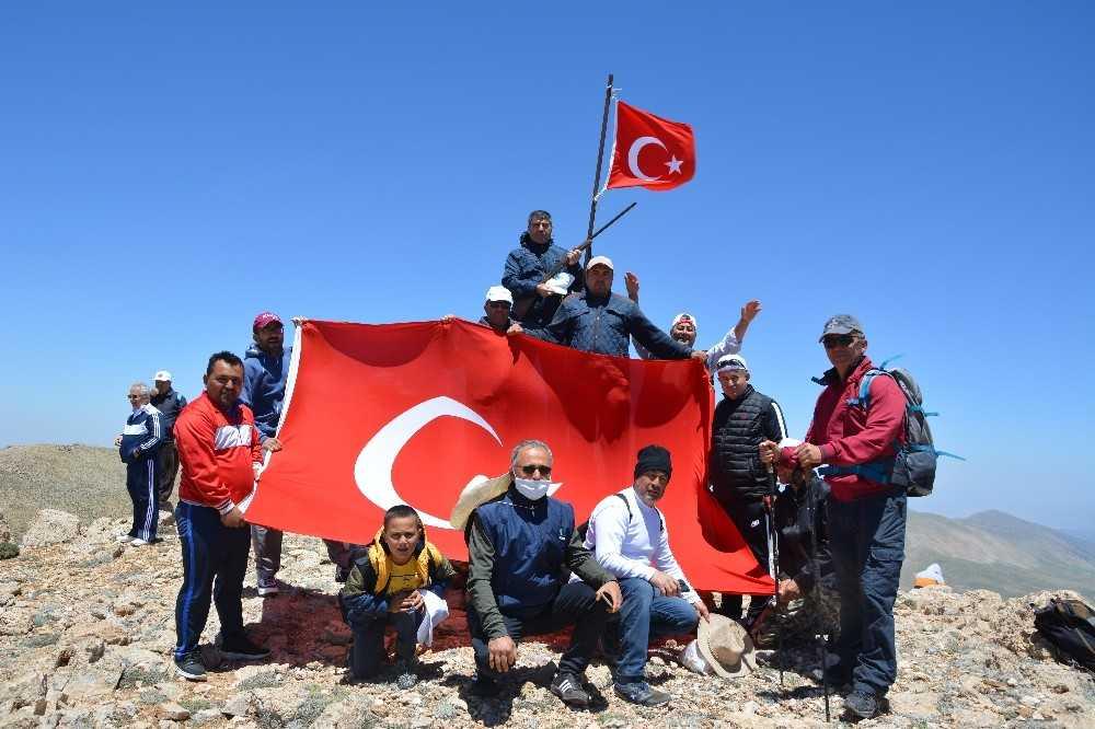 3 bin metre rakımlı Eren Dağı'na doğa yürüyüşü
