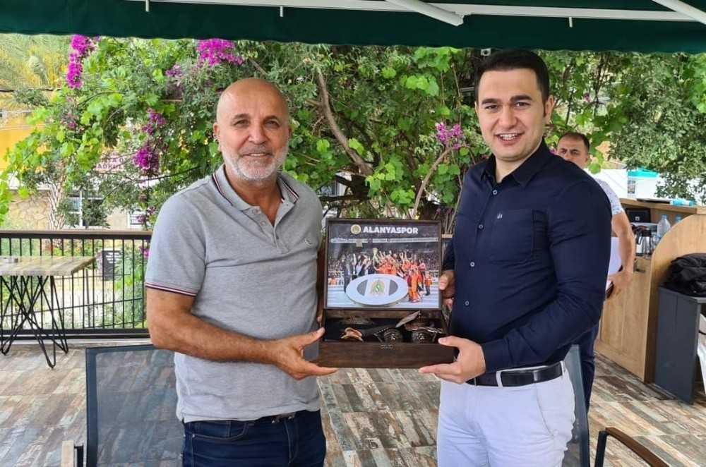 Alanyaspor'dan başsavcı Emre'ye veda kahvaltısı