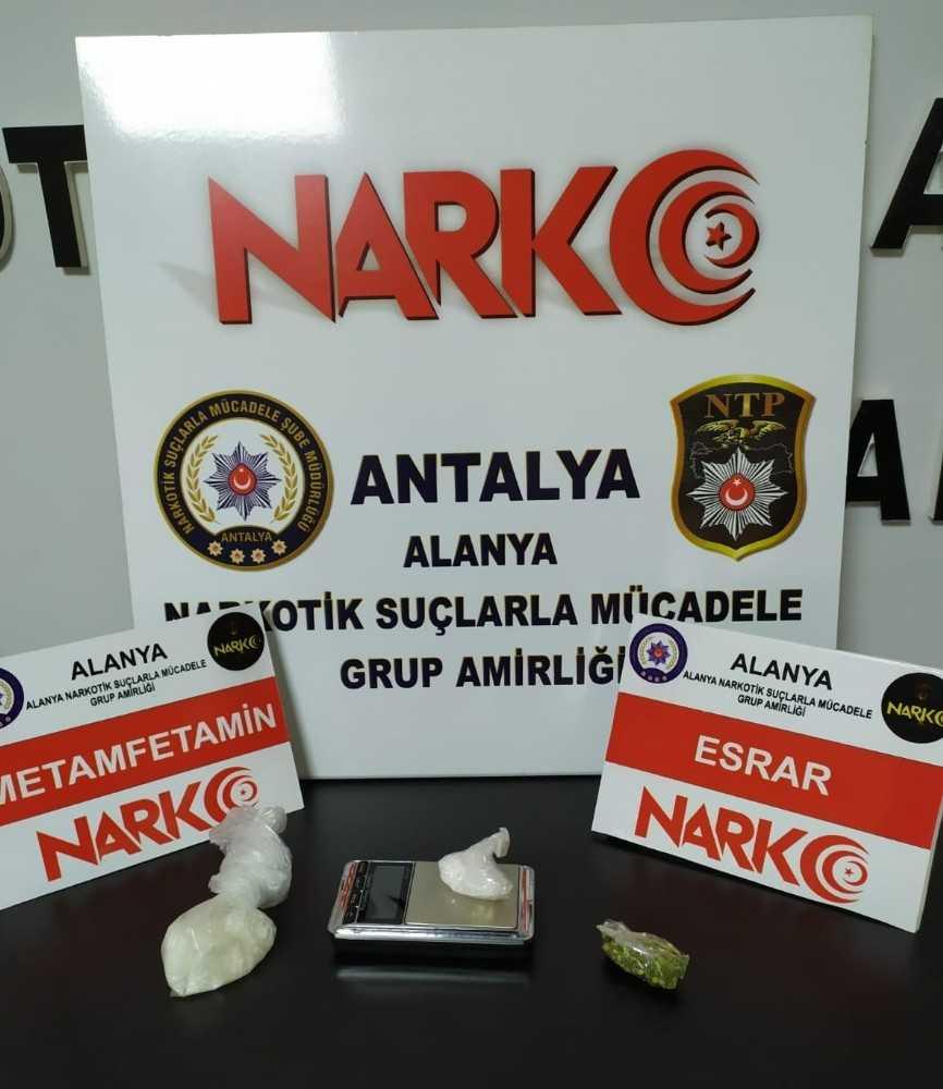Alanya'ya otomobille uyuşturucu getiren şüpheliler tutuklandı