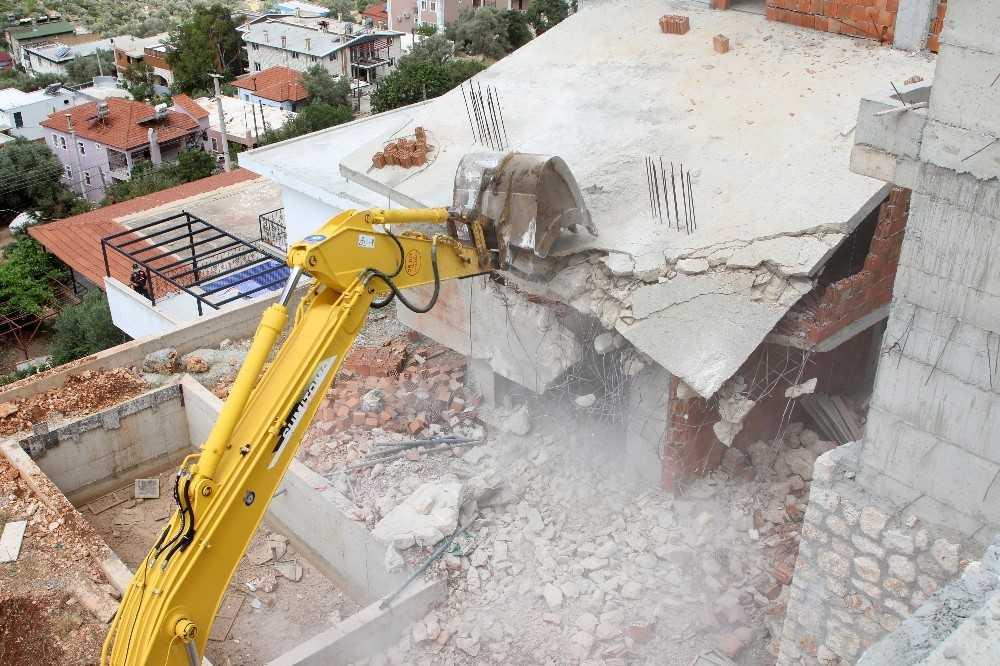 Antalya'da 654 yapı yıkıldı, bin 127 kaçak yapı daha yıkılacak