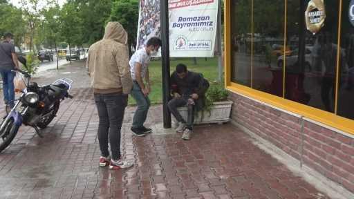 Antalya'da arkadaşı tarafından bıçaklanan şahıs ekmek fırınına sığındı