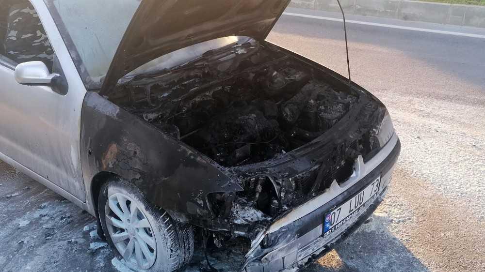 Antalya'da otomobil yangını