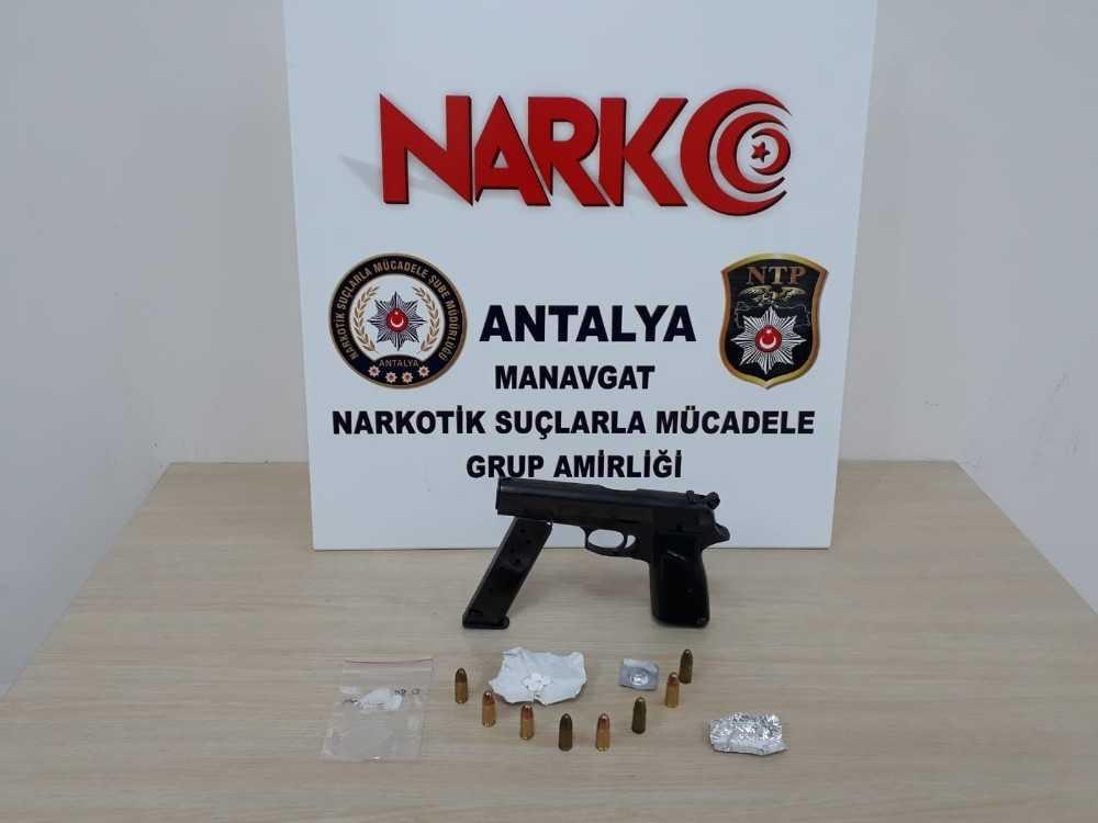 Antalya'da şüpheli araçtan uyuşturucu ve silah çıktı