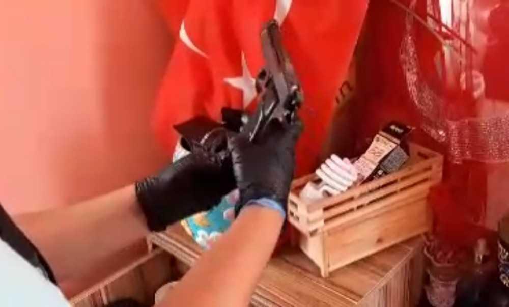 Antalya'da üç adrese eş zamanlı uyuşturucu operasyonu