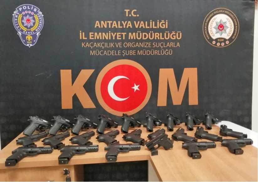 Antalya'da yasa dışı silah operasyonuna 7 tutuklama