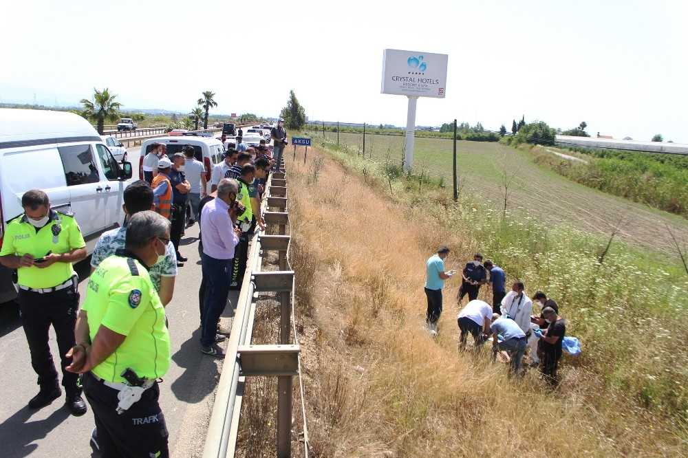 Antalya'da yol kenarında şüpheli ölüm
