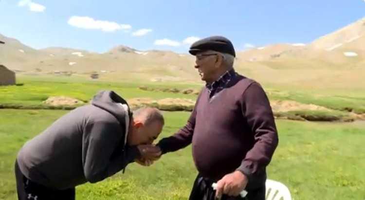 Bakan Çavuşoğlu'nun duygulandıran Babalar Günü paylaşımı
