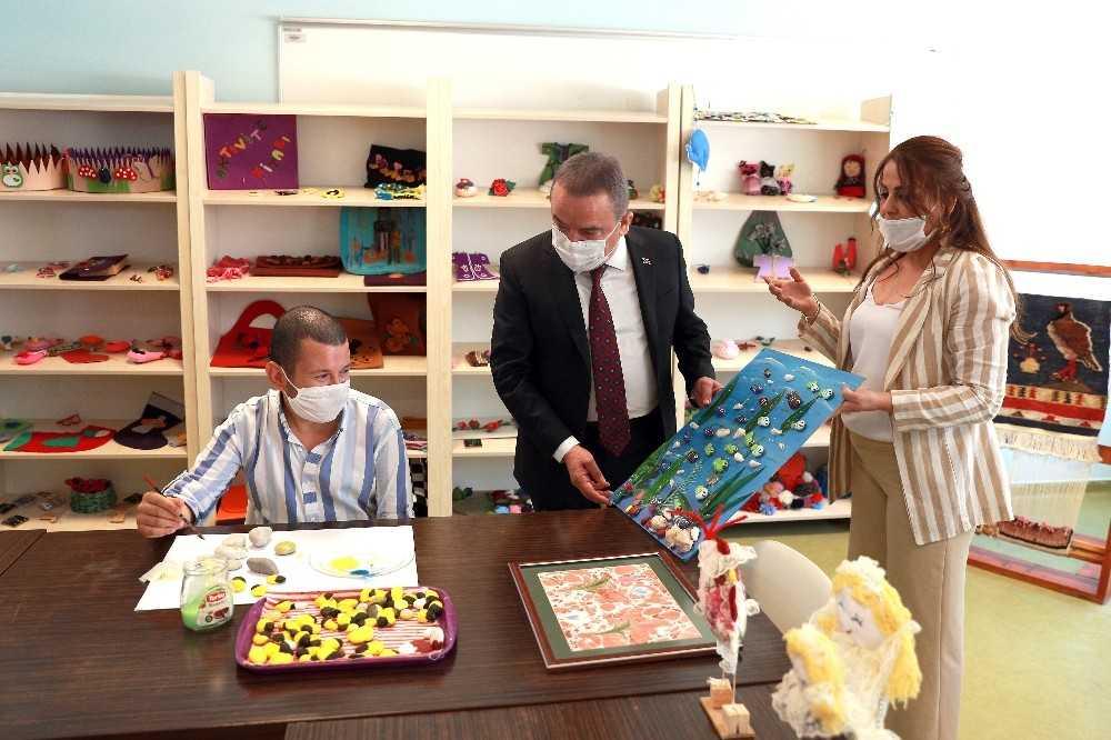 Başkan Böcek özel öğrencilerle buluştu