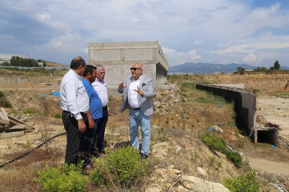 Başkan Şahin toptancı hal inşaatında incelemelerde bulundu