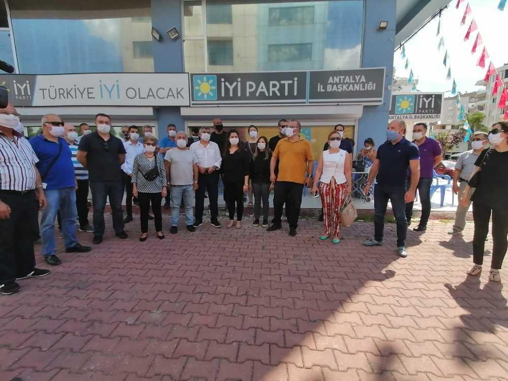 İYİ Parti Muratpaşa teşkilatında 18 isim görevlerinden istifa etti