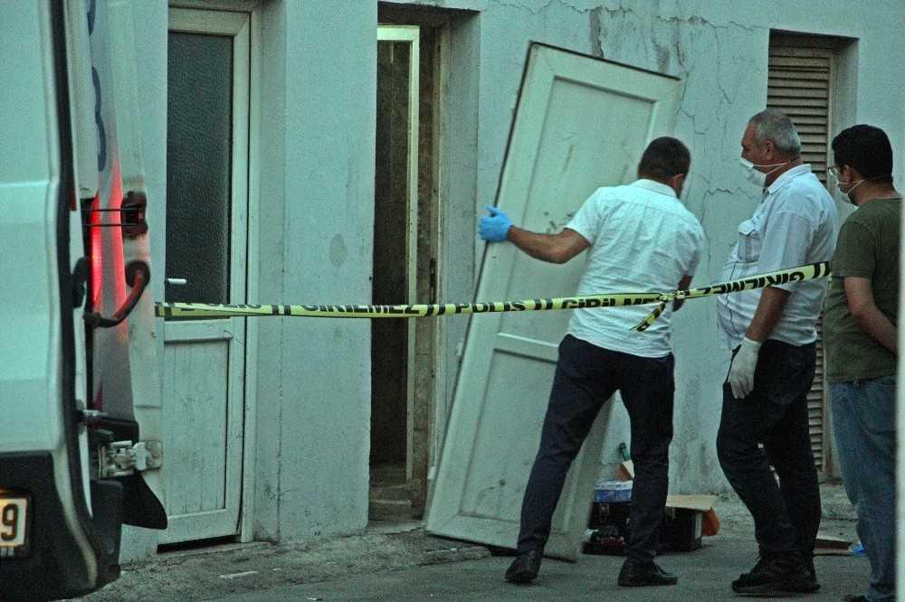 Kapısı kilitli tuvalette cansız bedeni bulundu
