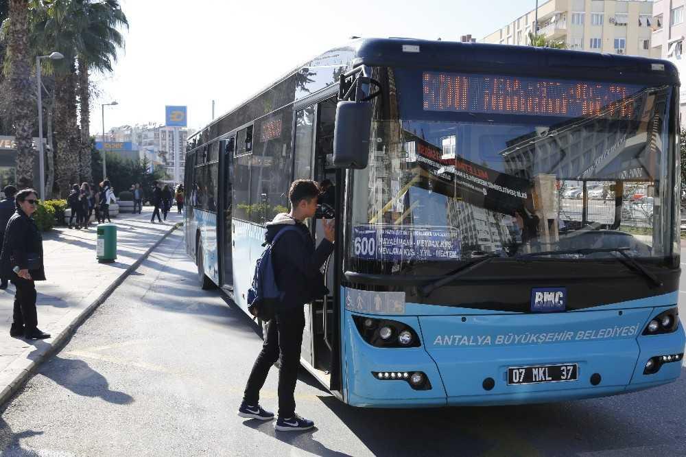 LGS'ye girecek öğrenci ile velisine toplu ulaşım ücretsiz