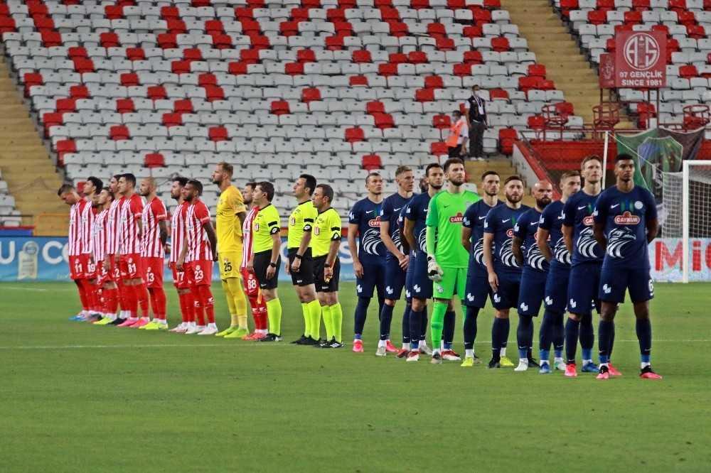 Süper Lig: Fraport TAV Antalyaspor: 1 -Çaykur Rizespor: 0 (İlk yarı)