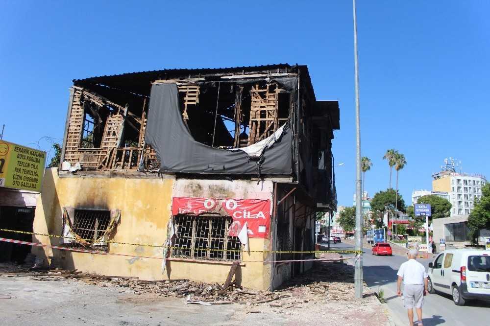 Tarihi ahşap binada yangın