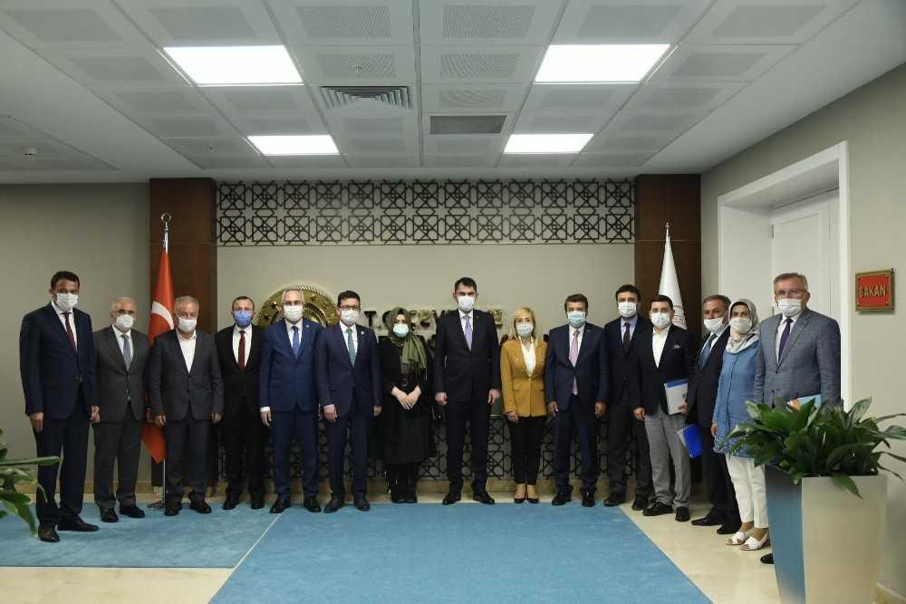 Tütüncü, Ankara'dan Antalya'ya 'Gençlik Kampı' ve 'Millet Bahçesi' müjdeleriyle dönüyor.