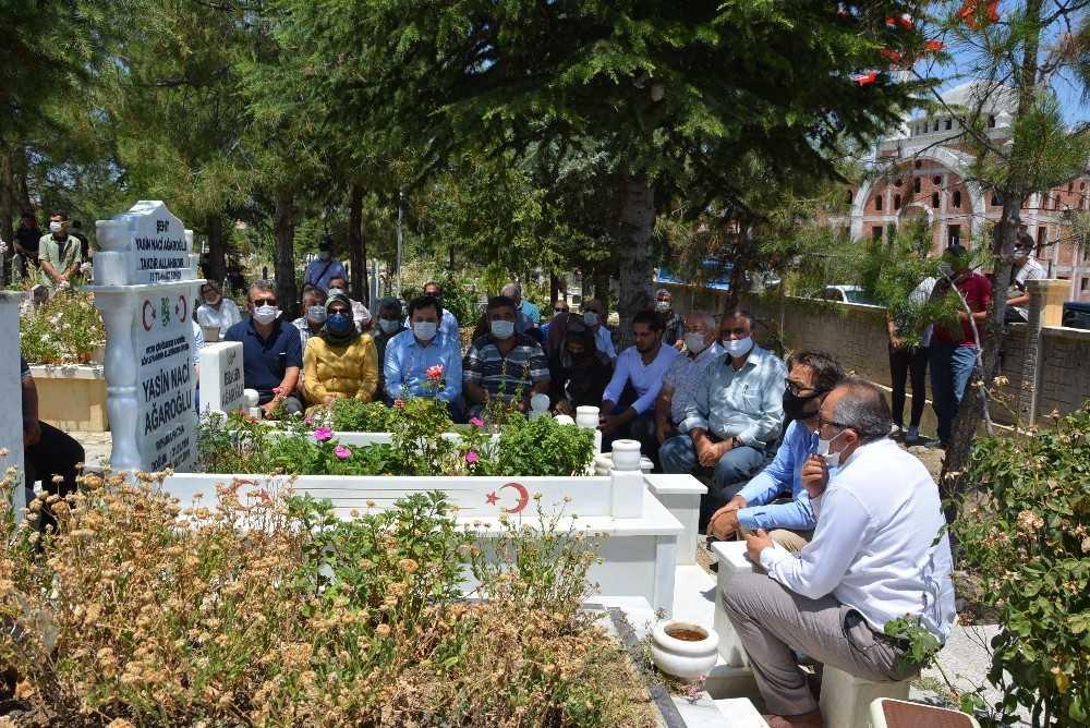 15 Temmuz şehidi Hukuk Fakültesi öğrencisi Naci Ağaroğlu mezarı aşında anıldı