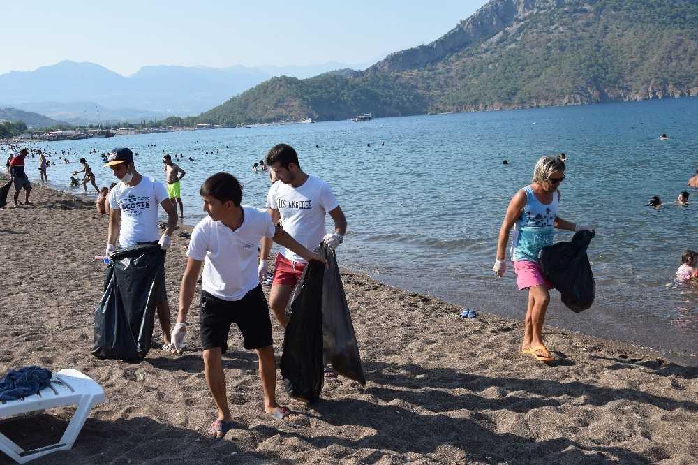 Adrasan'da işletmelerin gönüllü temizlik ordusu