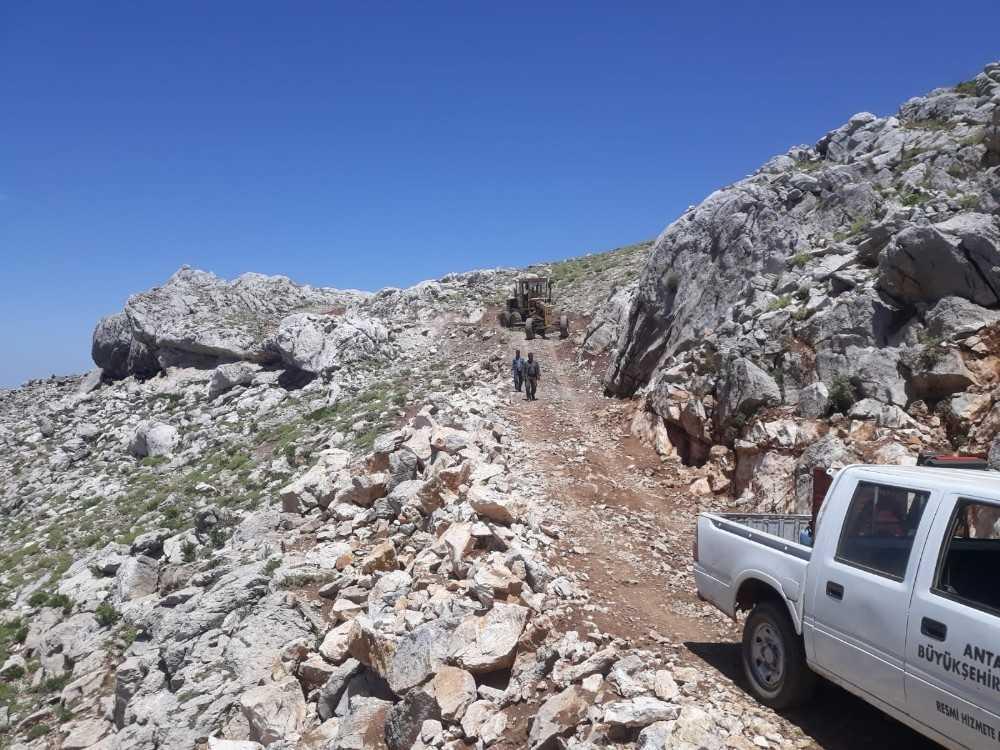 Akseki'de göçerlerin yol sorunu çözüldü