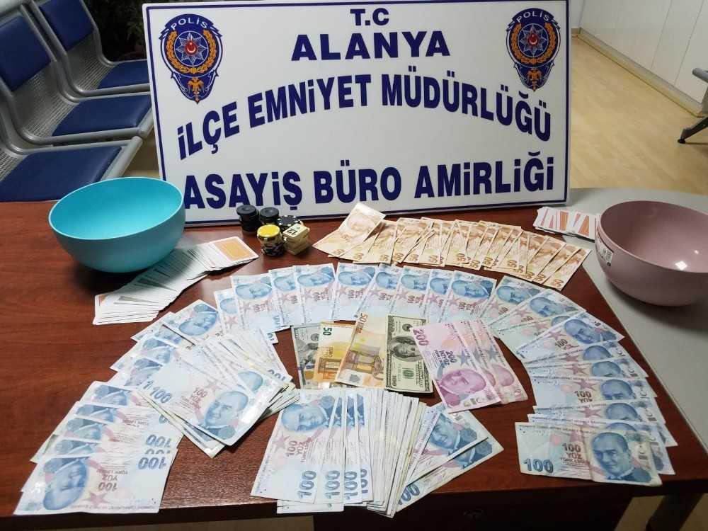 Alanya'da 2 kıraathaneye kumar baskını
