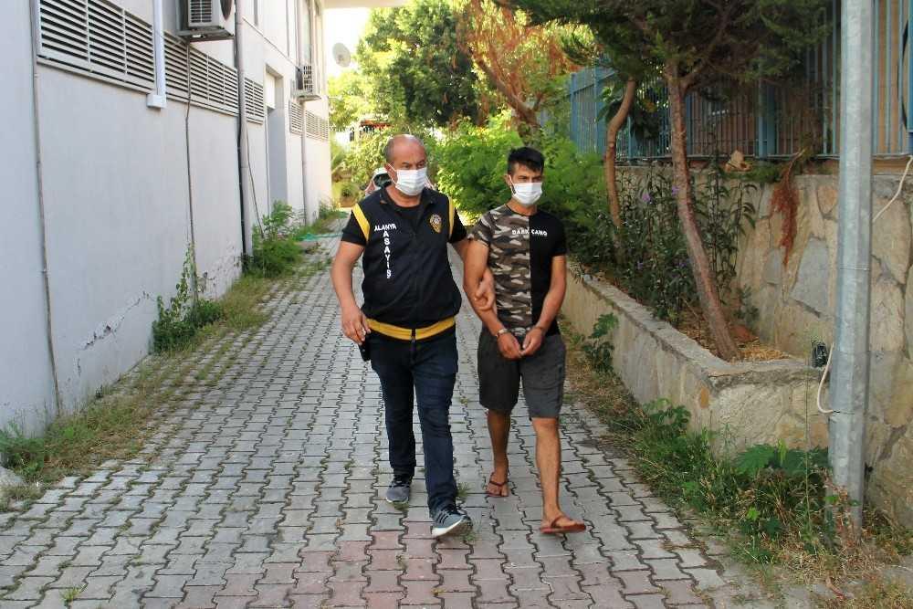 Alanya'da 4 evden hırsızlık yapan ve 4 motosiklet çalan şüpheli yakalandı