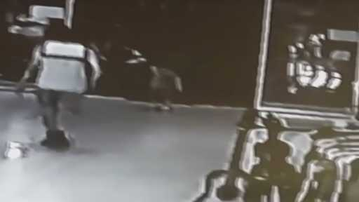 Antalya'da 2.5 yaşındaki çocuğu kaçırma girişimi kamerada