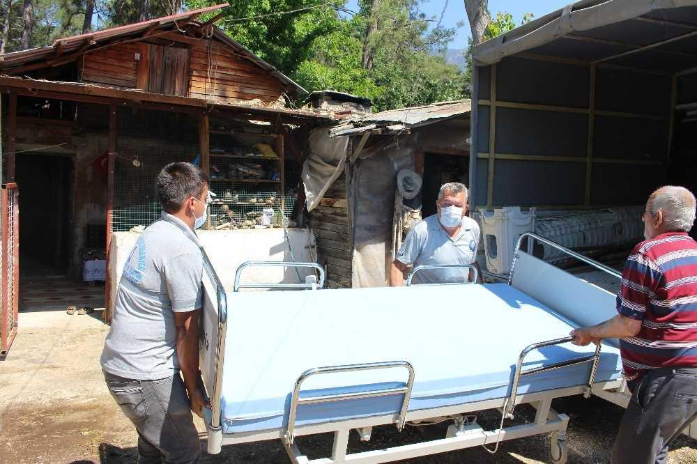 Büyükşehirden Finike'de 3 kişiye hasta yatağı