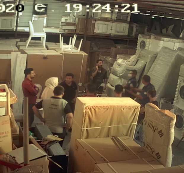 Çamaşır makinesi çalan hırsıza iş yeri çalışanlarından suçüstü