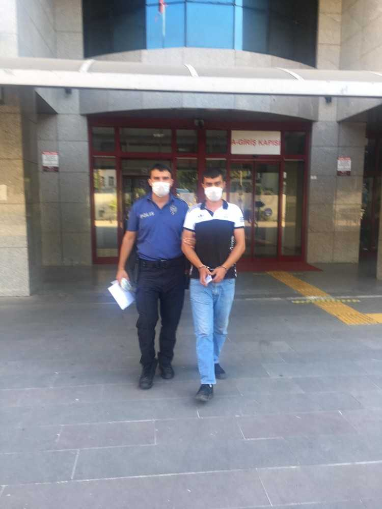 Çatal-bıçak hırsızı polisten kaçamadı